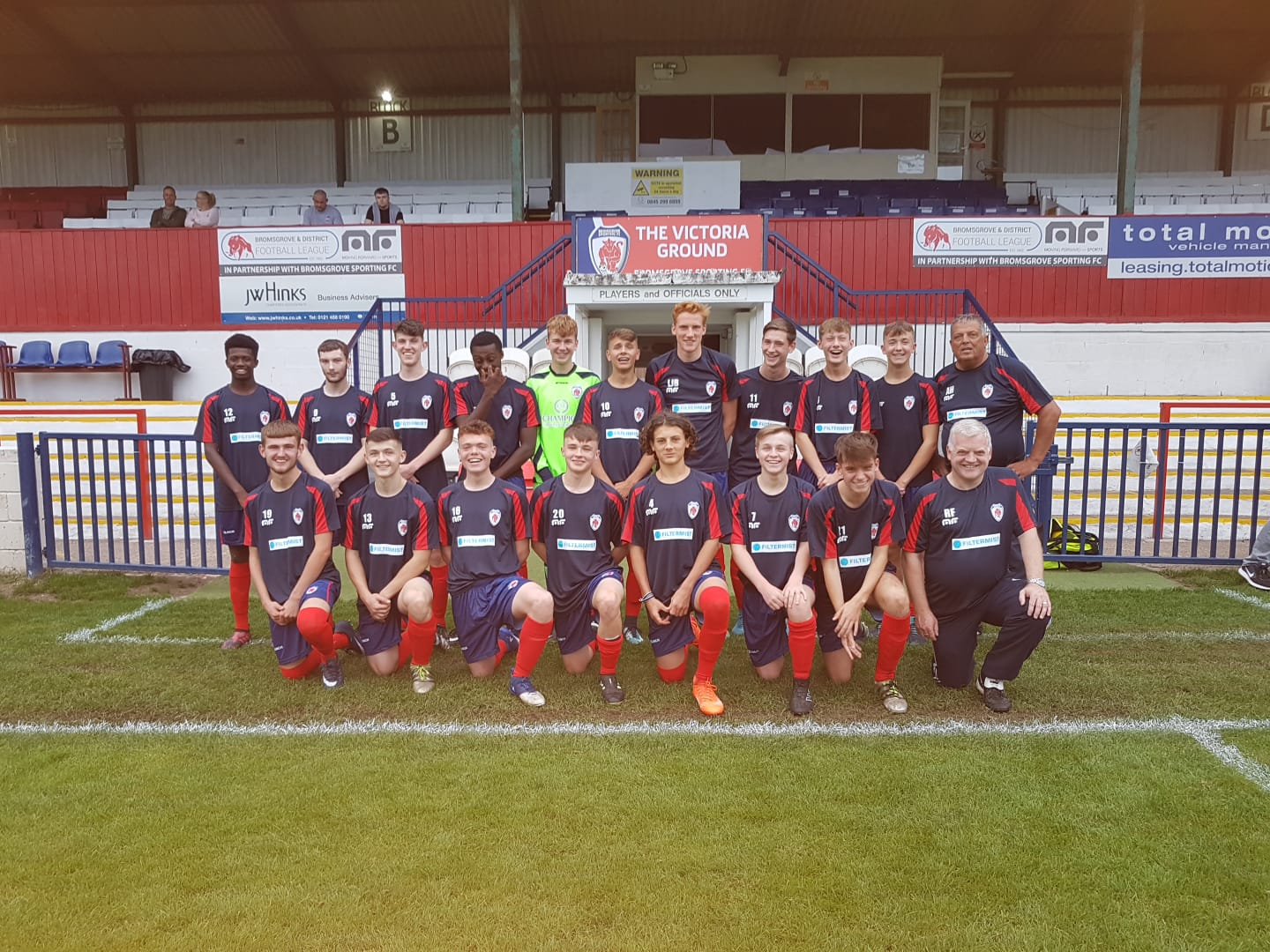 Bromsgrove Sporting Under 18s score new pre-match training kit from Filtermist